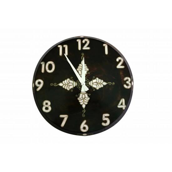 medium wall clock